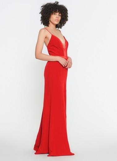 Zeynep Ökmen Askılı Göğüs Ve Sırt Dekolteli Uzun Yırtmaçlı Gece Elbisesi Kırmızı